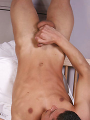 British lad cum on own pretty face - Gay boys pics at Twinkest.com