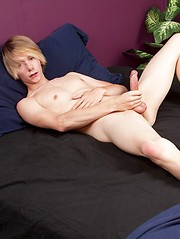 Str8 american boy in solo jerking session - Gay boys pics at Twinkest.com