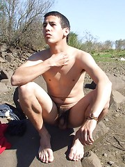 Badass twink gets all naked and shows some skin - Gay boys pics at Twinkest.com