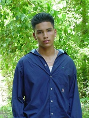 Sexy latino twink posing for the camera outdoors - Gay boys pics at Twinkest.com