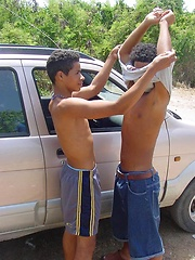 Latino twink gets his tight ass explored outdoors - Gay boys pics at Twinkest.com