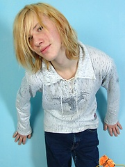 Str8 long-haired teen boy Mark solo relaxing - Gay boys pics at Twinkest.com
