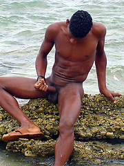Black straight boy at the nature - Gay boys pics at Twinkest.com