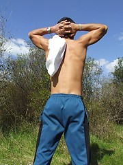 Sweet twink guy outdoor naked shows his great body