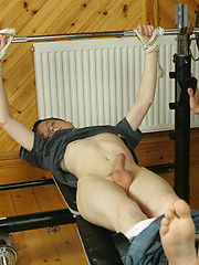 Steamy twinks screwing in the gym - Gay boys pics at Twinkest.com