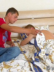 Twink turns his best buddy out on a dirty couch - Gay boys pics at Twinkest.com