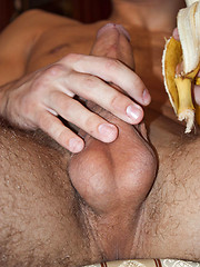 Shameless gay boy stroking his meaty banana on cam - Gay boys pics at Twinkest.com