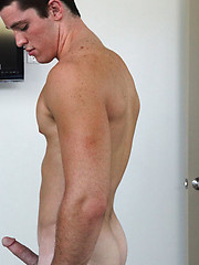 Hot muscle stud Tristan showing his cock - Gay boys pics at Twinkest.com