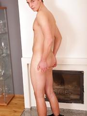 Cute college boy Michael Haze spews big load of cum. - Gay boys pics at Twinkest.com