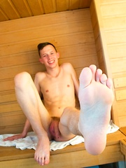 Hung twink wanks his cream out! - Gay boys pics at Twinkest.com