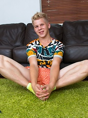 Blond boy's first time on video - Gay boys pics at Twinkest.com