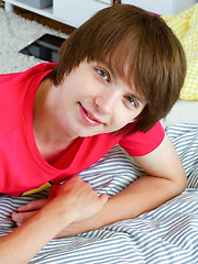 Teen boy cum right in his mouth - Gay boys pics at Twinkest.com