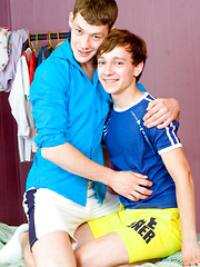 Paul squirts a huge twink cumshot for Max! - Gay boys pics at Twinkest.com