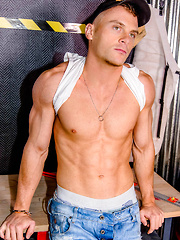 A liveshow for Cam4 getting out of Control - Gay boys pics at Twinkest.com