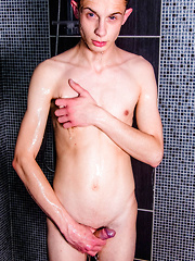 Hard sex session in the toilets - Gay boys pics at Twinkest.com
