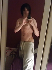 Hard and horny rocker boy wanks off at home - Gay boys pics at Twinkest.com