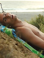 Jacobey London jerks off on a nude beach while checking out other hot naked guys - Gay boys pics at Twinkest.com
