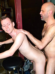 Taylor sucks cock like a thirsty fuck - Gay boys pics at Twinkest.com