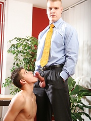 Big office man fucks his younger colleague - Gay boys pics at Twinkest.com