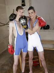 Tim Law Boxes Clever To Get Fuckin Hammered Round The Ring! - Gay boys pics at Twinkest.com
