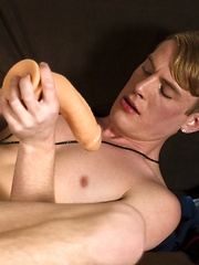 Adorable blond Stefan Nash made a lot of new fans during his perverted Helix Live Show - Gay boys pics at Twinkest.com