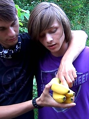 Ass eating banana - Gay boys pics at Twinkest.com