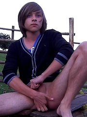 Emo boy toying in the evening - Gay boys pics at Twinkest.com
