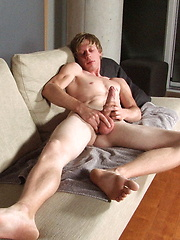 Tom Moore shows his very long cock - Gay boys pics at Twinkest.com