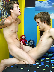 Alex Gets A Great Raw Ride - Gay boys pics at Twinkest.com