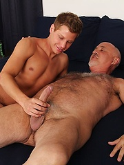 Yong boy gets fucked by bear - Gay boys pics at Twinkest.com