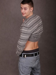 Cute boy Jace Bryant busts a nut over his stomach. - Gay boys pics at Twinkest.com