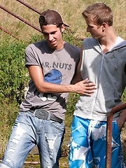 Gorgeous guys Leon and Val Horner fucking outdoors. - Gay boys pics at Twinkest.com