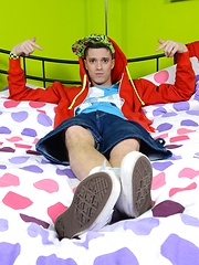 Skaterboy Foot-Play Soon Turns Into A Hot Bareback Session Of Dick-Draining Fun! - Gay boys pics at Twinkest.com