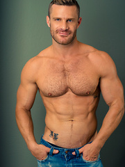 Landon Conrad comes to Helix Studios to show Jessie Montgomery a thing - Gay boys pics at Twinkest.com