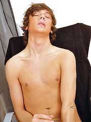 Sweet Twink Eros Tastes His Spunk - Gay boys pics at Twinkest.com