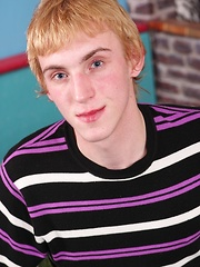 Redhead Daniel Beck blasts a huge load of cum. - Gay boys pics at Twinkest.com