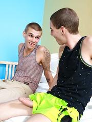 Pushing Limits - Gay boys pics at Twinkest.com