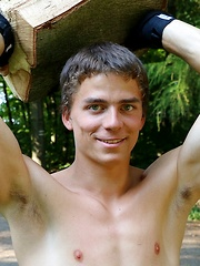 Outdoor Workout - Gay boys pics at Twinkest.com