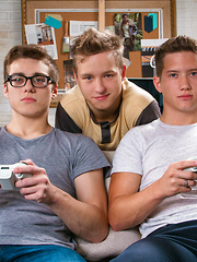 Gamer Threesome - Gay boys pics at Twinkest.com